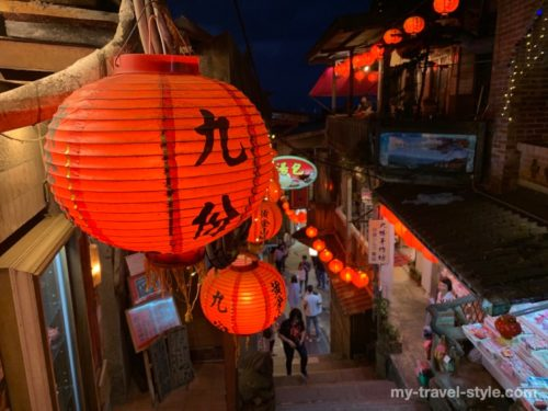 台湾九份のおすすめ時間帯(夕暮れ)とバスでの行き方・格安ツアー