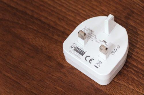 シンガポールのコンセント形状と電源電圧情報【変換プラグの準備】