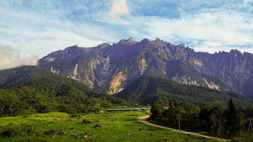 マレーシア最高峰キナバル山をめぐる格安ツアー【世界遺産】